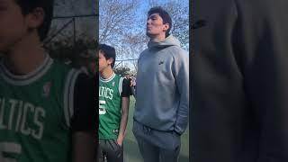 Cedi Osman Caddebostanda hayranlarıyla basketbol oynadı