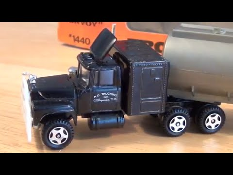 review ertl 39 s 1 64 rubber duck truck from the movie. Black Bedroom Furniture Sets. Home Design Ideas
