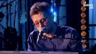 Damon Albarn Performs Photographs (You Are Taking Now)