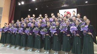 兵庫県宝塚市の宝塚音楽学校(伊木常雄校長)で2日、卒業式が開かれた...