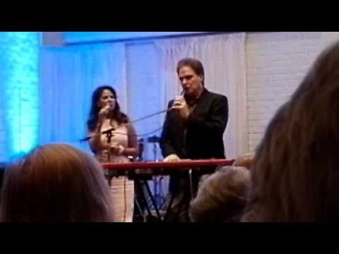 Terry Macalmon singing with his wife. Aspnäskyrkan Sweden 2016
