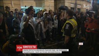 На півдні США кілька сотень людей влаштували протест під стінами поліцейського відділку