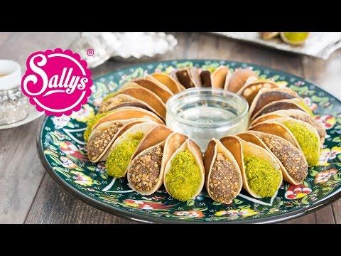 Atayef - gefüllte arabische Desserts mit Pistazien und Krokant / zwei Füllungen