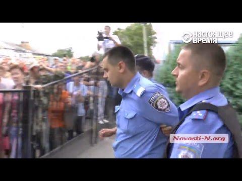 Врадиевка-2: Разъяренные люди набросились на полицейских, которых подозревают в убийстве