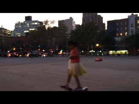Popis World Insane Scooter Tricks at Soho 🛴