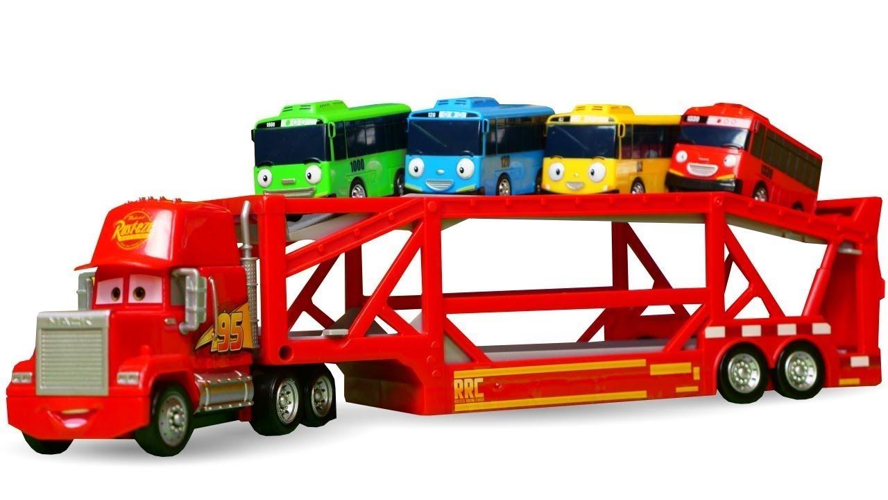 Leluautot pallomeressä. Roboauto Poli, Salama McQueen, Monsteriautot ja pikkubussi Tayo.