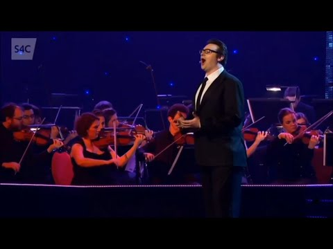 Joshua Owen Mills Tenor sing Salut! from Faust (** with High C **)