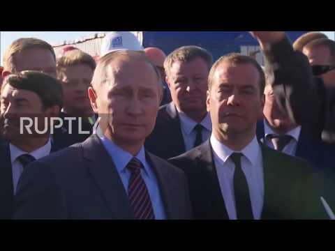 Russia: Putin and Medvedev visit Kerch Bridge site