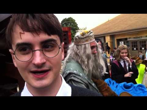 Daniel Radcliffe Lookalike wows fans at Harry Potter Festival