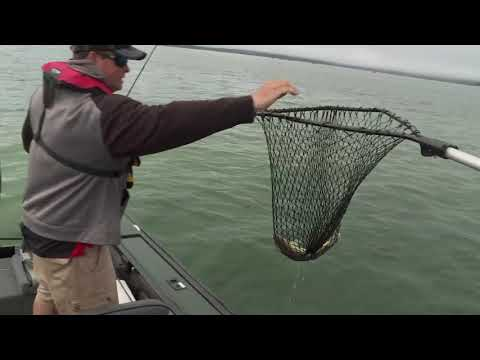 UFE S6 E7 Walleye Fishing On Leech Lake Near Weed Lines And Sand Dunes - Lund Boats 2075 Pro V