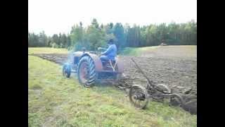 Plöjning i Näsland 25-8-2012.AVI