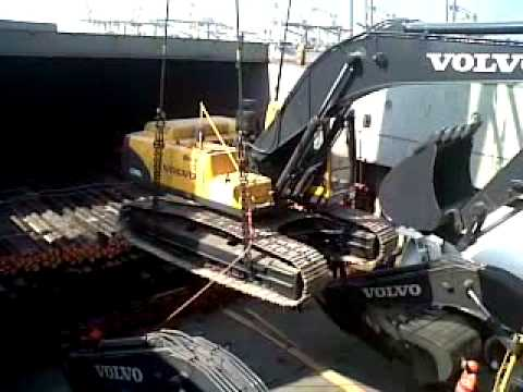 loading underdeck with vessel crane