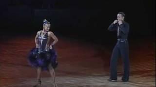 Slavik Kryklyvyy and Karina Smirnoff samba