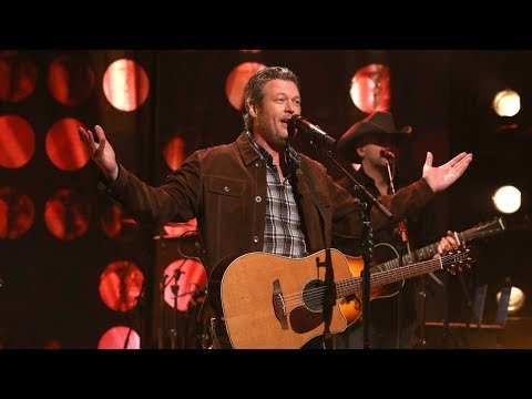 Blake Shelton Performs 'I'll Name the Dogs'