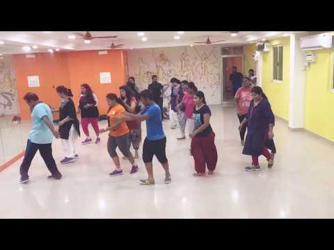 Zin 69 Baila conningo | live class | People following zumba steps of this song for the first time