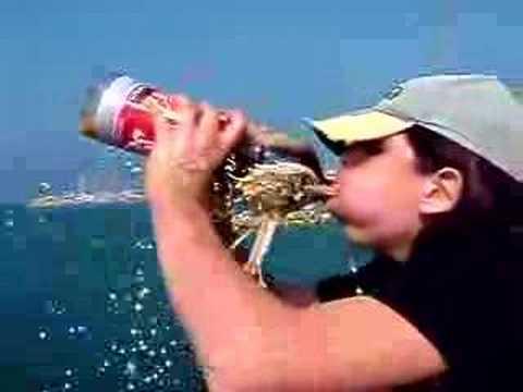 Reacción Coca Cola & Mentos en la Boca de Maik - YouTube