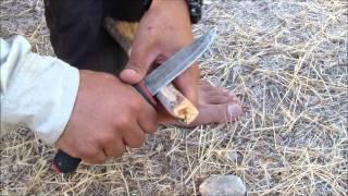 איך להדליק אש באמצעות חיכוך (מקדח אש) How make a fire with Bow Drill fire