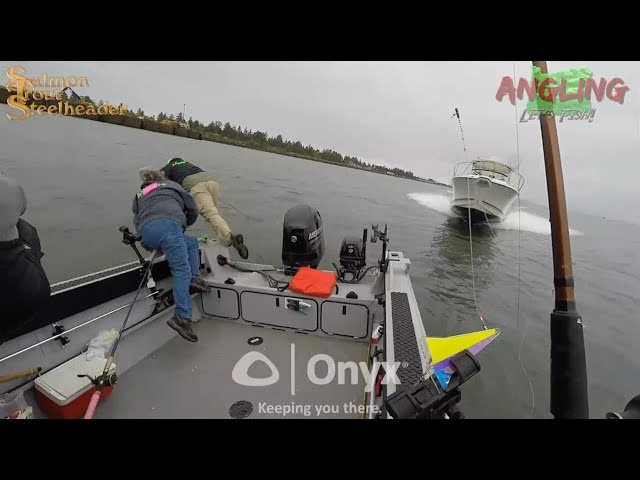 Переехал рыбаков на катере