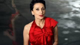 Luz Casal - Piensa En Mi thumbnail