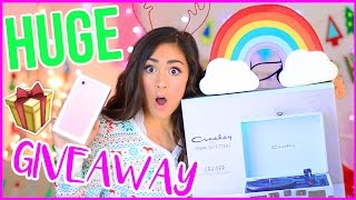 HUGE HOLIDAY GIVEAWAY + GIFT GUIDE!