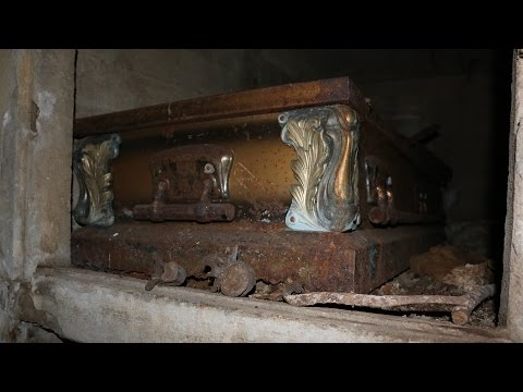 ABANDONED VIRGINIA: Mausoleum with Human Bones
