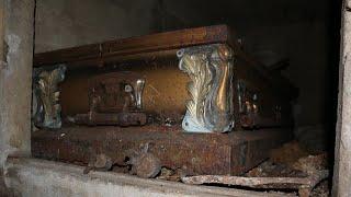 ABANDONED PLACES : Mausoleum with Human Bones