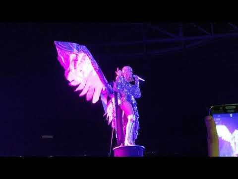 Katy Perry canta Power em São Paulo 2018 - Witness Tour BR