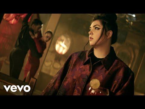 Hoshi - Femme à la mer (clip officiel)