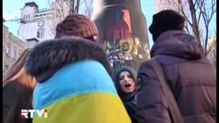 Золотой унитаз на постаменте бывшего памятника Ленину