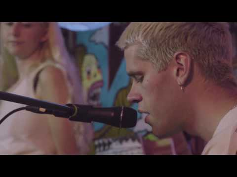 Porches - Glow (KVRX Library Sessions)