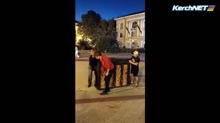 Москвичи сыграют на пианино в центре Керчи