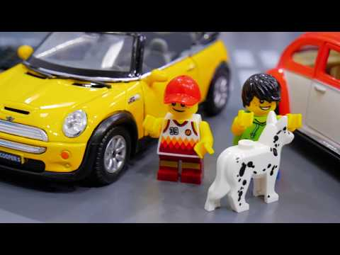 Mini Cooper & Volkswagen Beetle driving around the City / Toy Car for Children