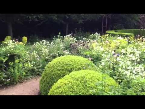Le Jardin Plume woodland planting
