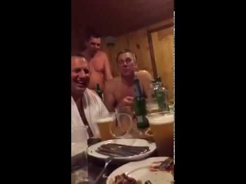 Едет Наташа Ростова с матерью на бал. Вдруг лошадь