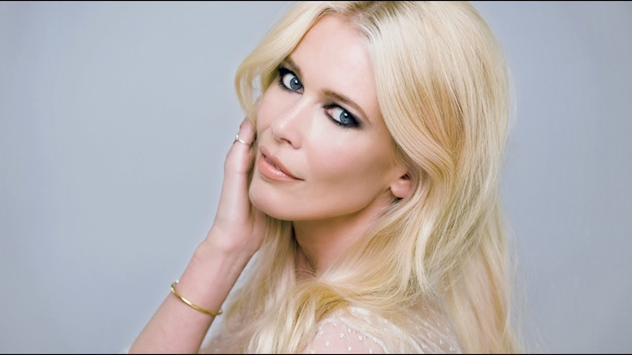 Smokey makeup look feat claudia schiffer youtube smokey makeup look feat claudia schiffer baditri Images