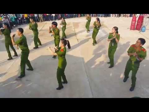 Dân vũ té nước - CAND tỉnh Quảng Nam