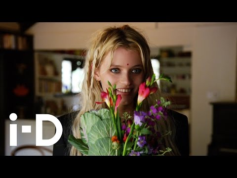 Supermodel Acting Class: Abbey Lee Kershaw and Riley Keough from YouTube · Duration:  3 minutes 55 seconds