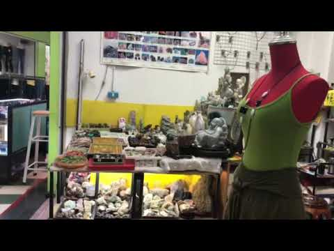 Window Shopping Filipina foreigner living in Philippines