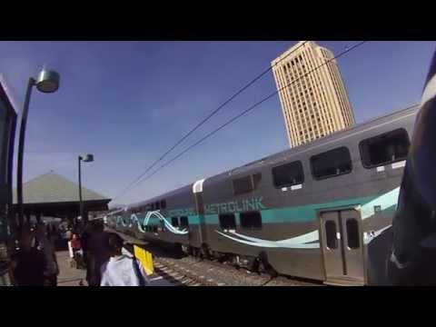 el tren METROLINK en LOS ANGELES CA el 29 de abril del 2014 como a las 4 de la tarde en la estacion