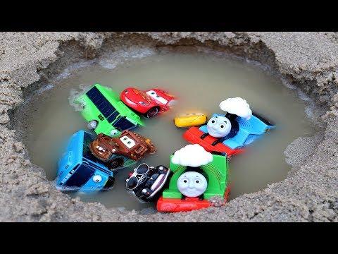 Aprende Colores para Niños en Español! Coches Trenes y Carros Disney Cars y Agua
