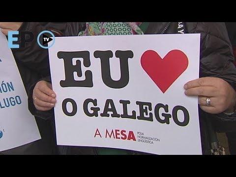 Un cento de persoas maniféstanse na defensa do galego