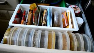 простая организация хранения на маленькой кухне