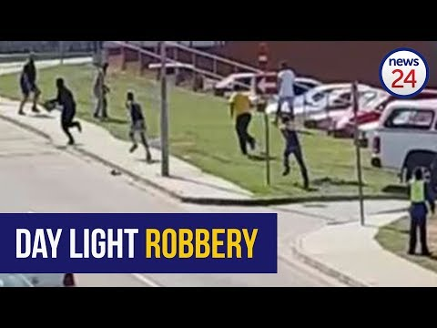 WATCH: Thief slips away after robbery in Uitenhage CBD