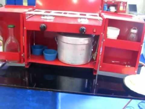 cucina portatile in valigia da campeggio con fornello per tenda e camper