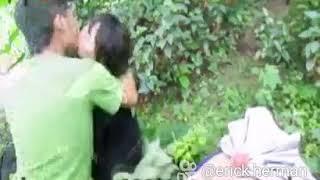 Download Video Sepasang kekasih gituan di dalam hutan MP3 3GP MP4