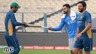 vuclip IND v PAK: Virat Kohli's Gift To Mohammad Amir | Respect | Greatness of Virat