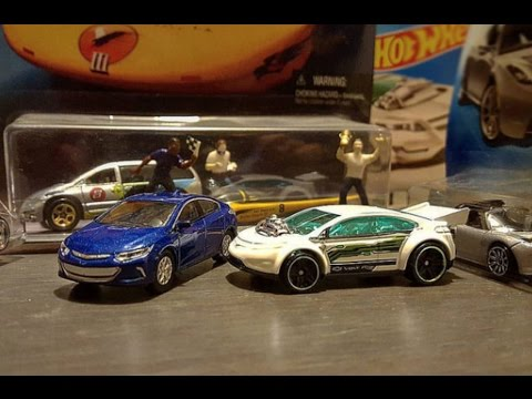 Hot Wheels -2015 Super Volt, 2015 solar racer, 2008 Tesla Roadster, 1998 Solar Eagle