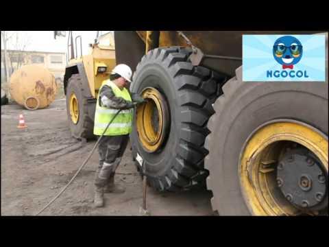 Begini cara mengganti roda ban truck pertambangan