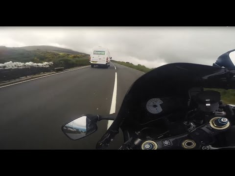 Isle of Man TT Mountain Course - GSXR 750 k1  (Mad Sunday)