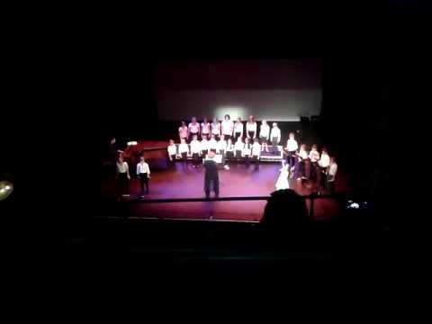 Primary school choir makes audience cry